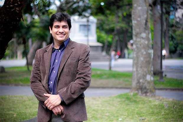 Carlos Alvarado pide a TSE intervenir por propaganda evangélica