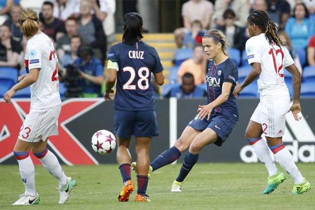 Olympique Lyon deja sin Champions League a Shirley Cruz