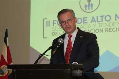 """Canciller llama a """"reinventar"""" cooperación regional"""