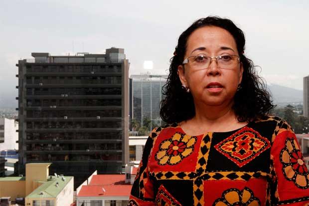 Sindicato de farmacéuticos celebra destitución de presidenta de la Caja