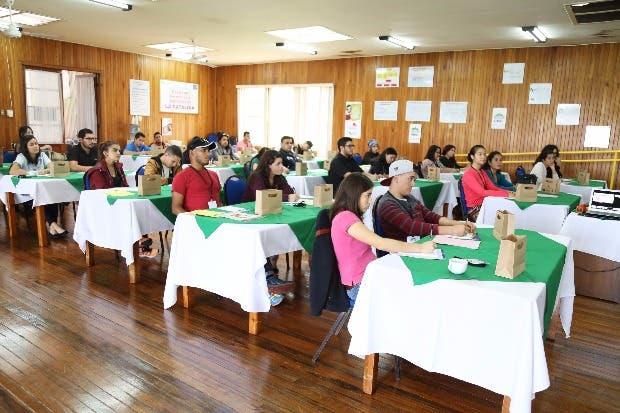 Jóvenes emprendedores fortalecen ideas en campamento
