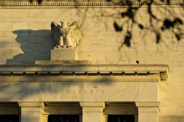 Economistas anticipan dos aumentos más de la Fed en 2017