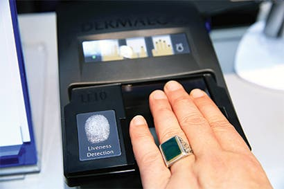 Prueban escaneo de huellas dactilares en dos aeropuertos de EE.UU.