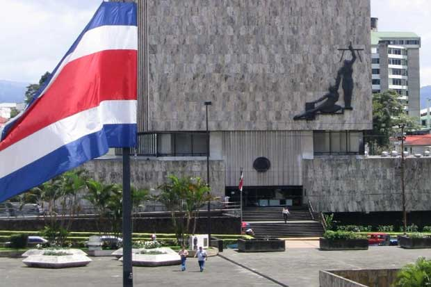 Presidente de la Corte reconoce necesidad de revisar pensiones