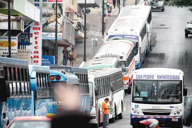Candidatos proponen sectorización y cobro electrónico en buses