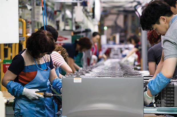 Inequidad de mercado laboral golpea a coreanos jóvenes y viejos