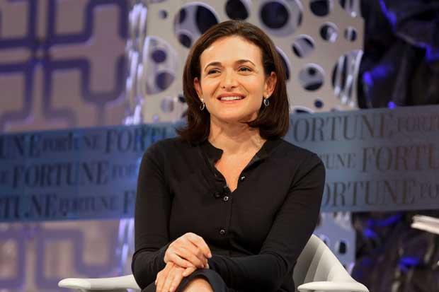Facebook tiene que ayudar a crear empleos, dice alta ejecutiva