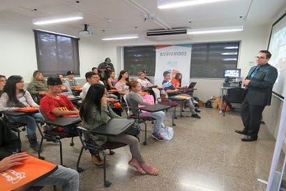 200 jóvenes participaron en Reto Empléate San José