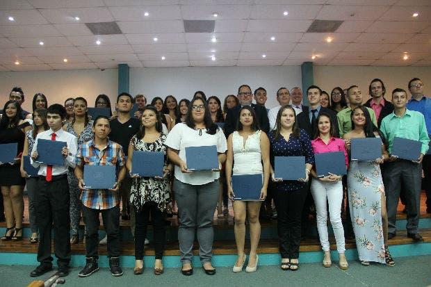 Más de 80 jóvenes se gradúan del programa Empléate