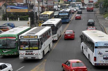 Aresep defiende metodología para calcular tarifa de autobús
