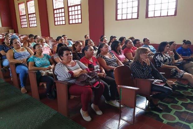 IMAS y CUC capacitan mujeres en plan de negocios