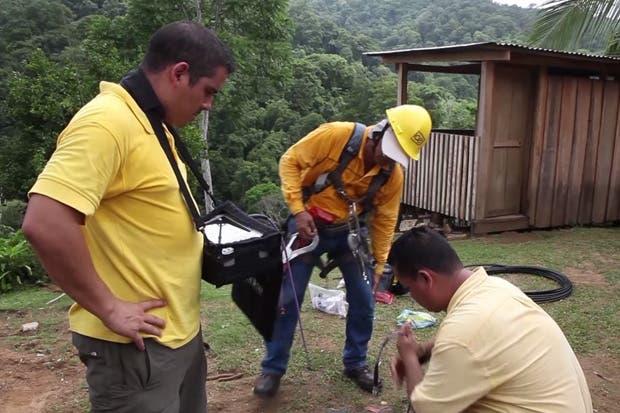 ICE instaló celular para facilitar comunicación de población indígena