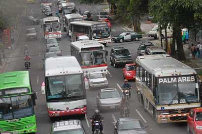 Diputados piden a empresarios de buses entregar datos de demanda