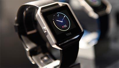 El smartwatch de Fitbit enfrenta más problemas antes del debut