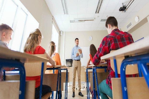 Defensoría pide al MEP garantizar transporte a estudiantes con discapacidad