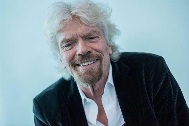 Magnate Richard Branson reanuda esfuerzos por vuelos al espacio