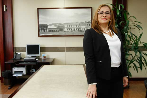 Deja su cargo Paola Mora, presidenta de la Junta Directiva del BCR