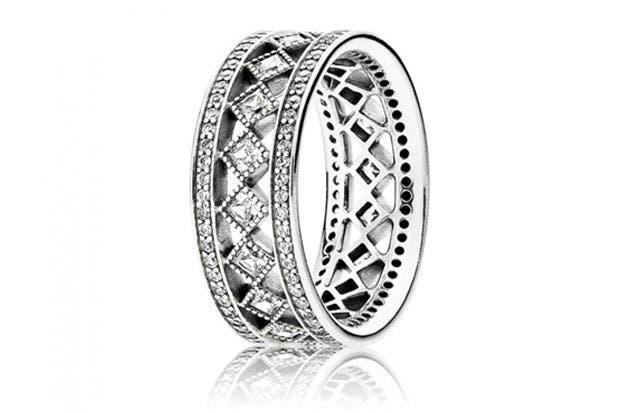 Pandora presentó su colección de anillos