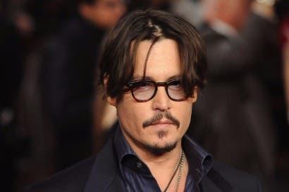 Actor Johnny Depp y ex gerente se culpan entre sí por pérdidas