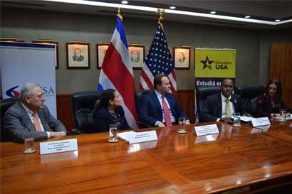 Estudiantes de colegios públicos y técnicos podrán optar por becas internacionales