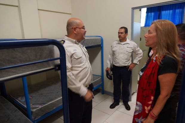 Policías penitenciarios reciben dormitorios nuevos