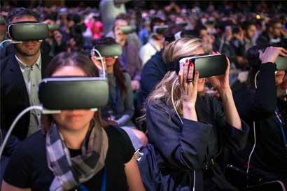 Facebook lanzaría casco de realidad virtual de $200 en 2018