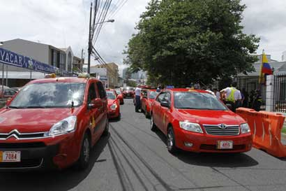 Taxistas piden intervenir Uber para conocer origen de fondos
