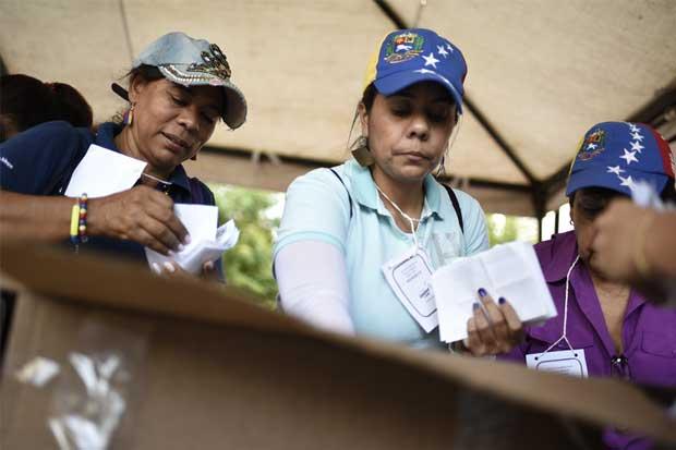 Oposición de Venezuela llama a huelga tras plebiscito