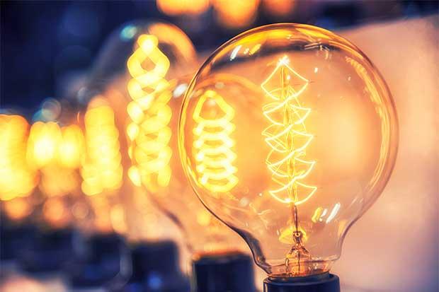 CNFL estudiará más casos de postes de luz en la vía