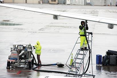 Exportaciones venezolanas de combustible para aviones despegan