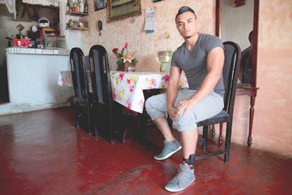Joven con tobillera electrónica se arriesgó para no perder empleo