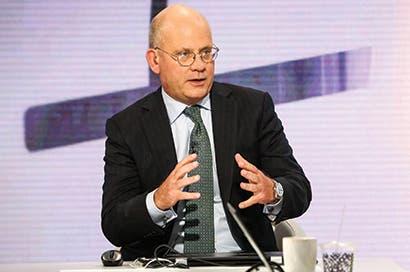 Nuevo CEO de GE apunta a reducción de costos tras desplome