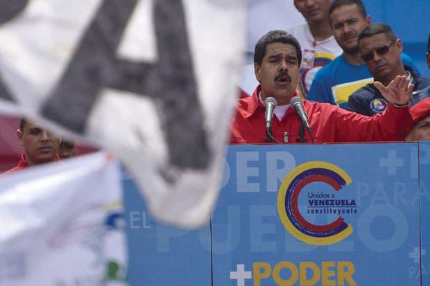 Posibles sanciones de EE.UU. aumentan riesgo de default venezolano