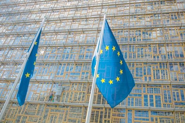 Recomiendan comprar acciones europeas pese a dólar fuerte