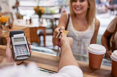 Deuda de estadounidenses en tarjetas de crédito marca nuevo hito