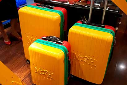 Mario Hernández lanzó hoy su nueva colección de maletas