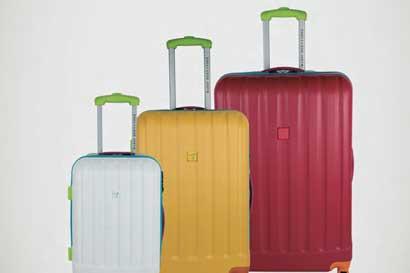Mario Hernández lanza colección de equipaje