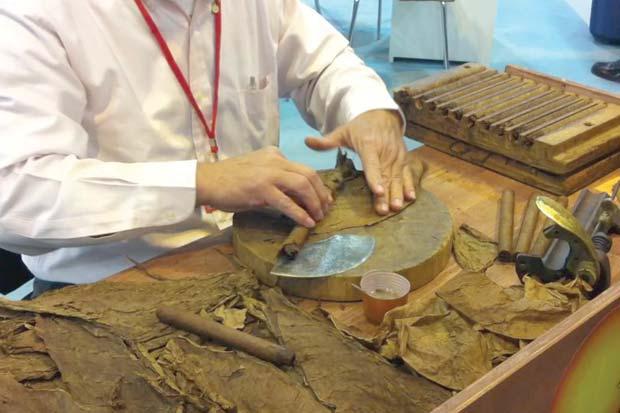 Nuevas regulaciones alejan a los puros dominicanos de EE.UU.