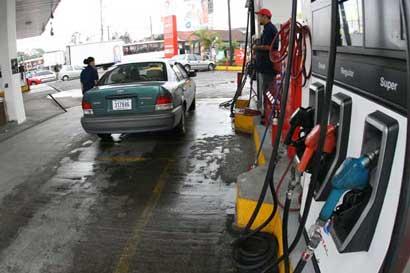 Defensoría pide reajuste tarifario en combustibles