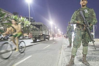 Democracia de Brasil corre peligro si no se gasta en defensa
