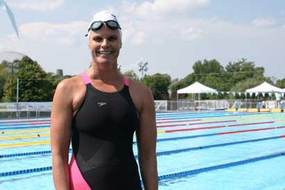 Claudia Poll ganó oro en Mundial Máster de Natación