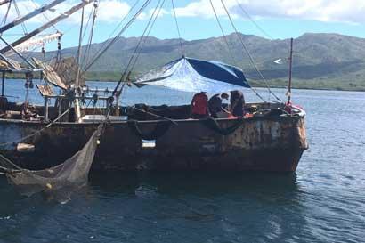 """Gobierno es """"obstinado"""" al seguir con proyecto de pesca de arrastre, dicen opositores"""