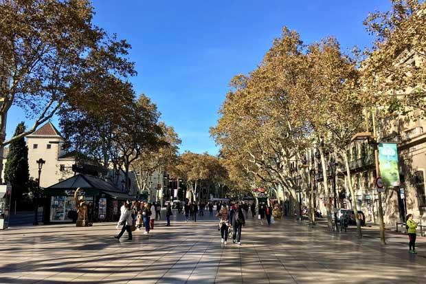 España declara tres días de luto por ataque — Atentado en Barcelona