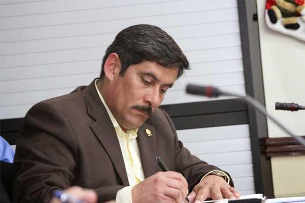 Diputado del PAC critica intento de reformar contrataciones del Gobierno