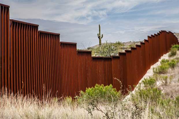 Bajan las deportaciones en EE.UU. ante menos cruces fronterizos