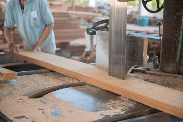 Caída comercial reta a sector exportador maderero