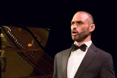Tangos y boleros engalanan al Teatro Nacional