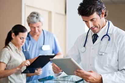 INS requiere contratar médicos especialistas