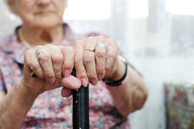 92% de egresos hospitalarios de adultos mayores por caída representaron fracturas