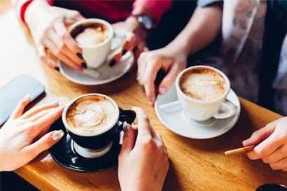 ¿Pierden los jóvenes ticos la tradición de tomar café?